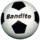 Einen Fußball und ein Fußballtor was braucht...